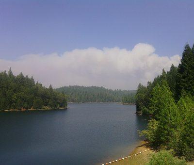 800px-Sugar_Pine_Reservoir_-_panoramio_(1)